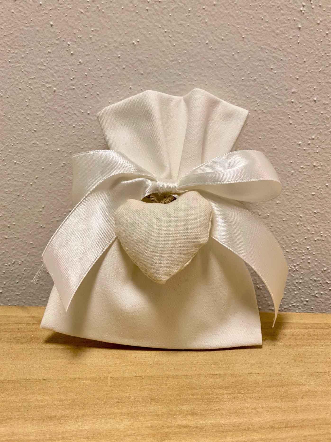 Sacchettino Bianco con cuore CARTONCINO